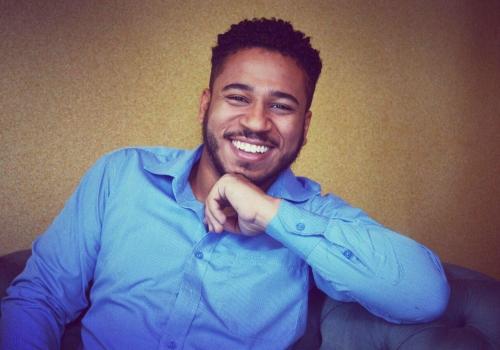 Jessé Bueno – Professor de canto e de teatro musical